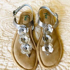 Like New⭐️ Yuu Nuella Silver Metallic Flat Sandals